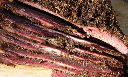 Vallentuna-lammrygg med svamp- och spenatrisotto