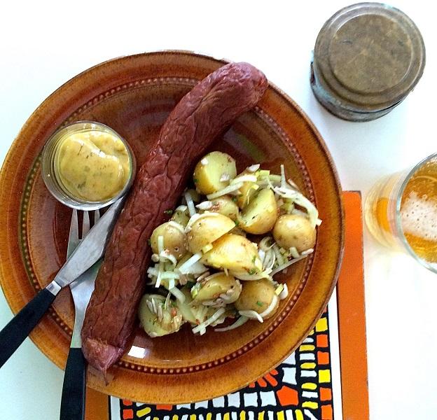 Extrarökt köpes-isterband med purjolöks potatissallad